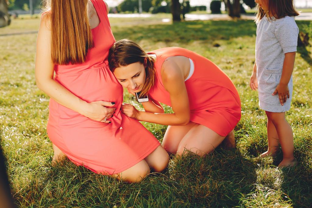 deducción por maternidad en parejas de dos mujeres